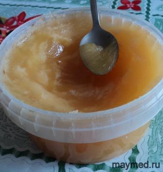 Мёд хранится в пластиковой таре.